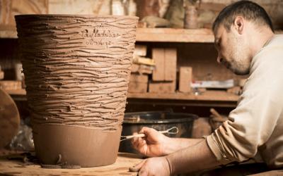 Le vase d'Anduze par la poterie de la Madeleine : histoire d'une passion familiale